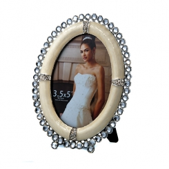 "3.5""x5"" Oval Embellished Photo Frame"